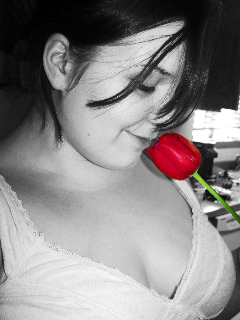 Em_with_tulip_2